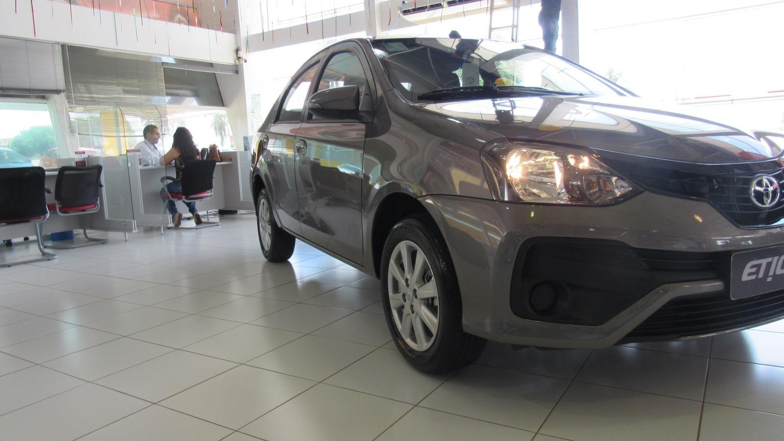 //www.autoline.com.br/carro/toyota/etios-15-x-16v-sedan-flex-4p-automatico/2021/brasilia-df/12330398