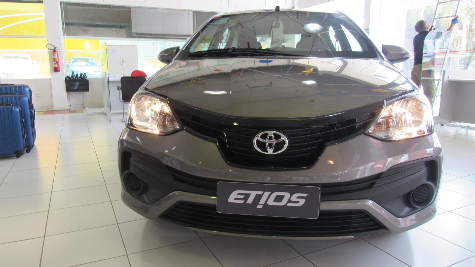 //www.autoline.com.br/carro/toyota/etios-15-x-16v-sedan-flex-4p-manual/2020/brasilia-df/12330399