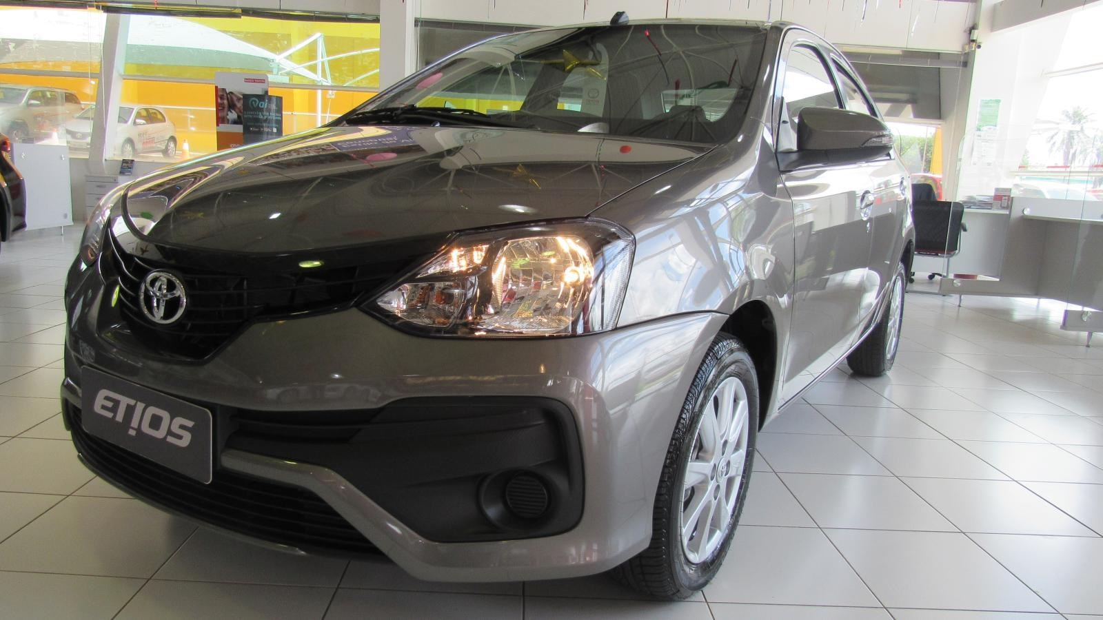 //www.autoline.com.br/carro/toyota/etios-15-x-16v-sedan-flex-4p-manual/2020/brasilia-df/12330770