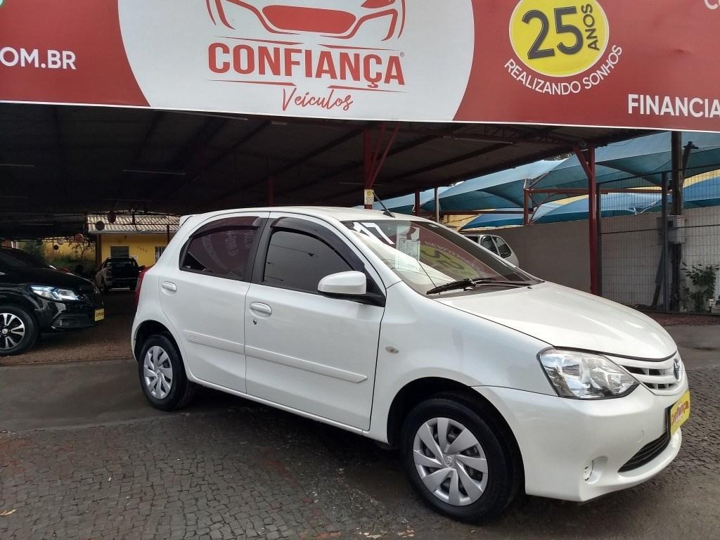 //www.autoline.com.br/carro/toyota/etios-15-xs-16v-flex-4p-manual/2017/cascavel-pr/12541301