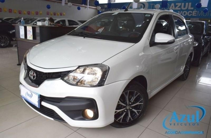 //www.autoline.com.br/carro/toyota/etios-15-platinum-16v-flex-4p-automatico/2018/campinas-sp/12609332