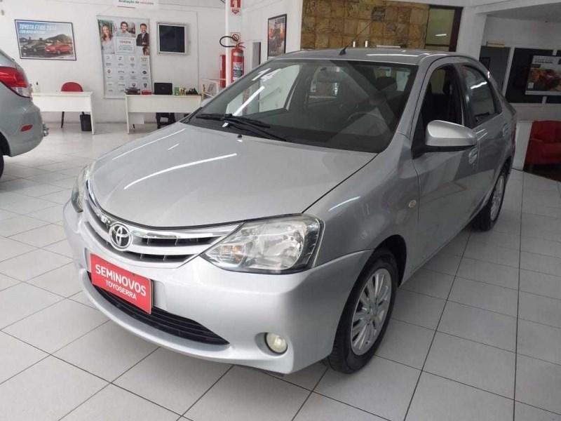 //www.autoline.com.br/carro/toyota/etios-15-xls-16v-sedan-flex-4p-manual/2014/nova-friburgo-rj/13552122