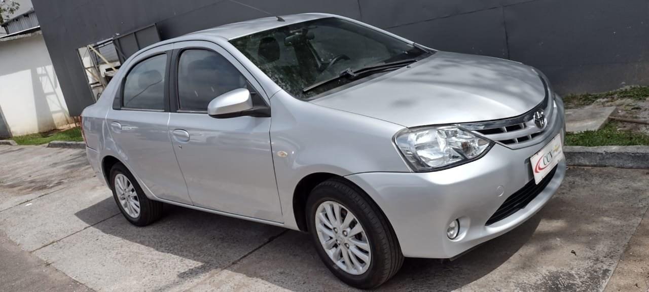 //www.autoline.com.br/carro/toyota/etios-15-xls-16v-sedan-flex-4p-manual/2014/curitiba-pr/13557405
