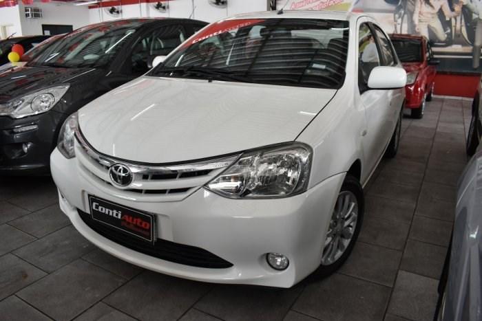 //www.autoline.com.br/carro/toyota/etios-15-sedan-xls-16v-flex-4p-manual/2013/votorantim-sp/13563413