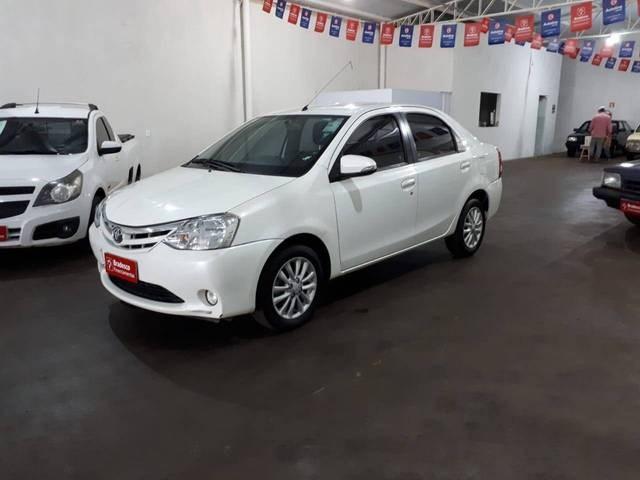 //www.autoline.com.br/carro/toyota/etios-15-xls-16v-sedan-flex-4p-manual/2015/quirinopolis-go/13571103