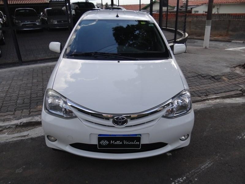 //www.autoline.com.br/carro/toyota/etios-15-hatch-xls-16v-flex-4p-manual/2013/campinas-sp/13752955