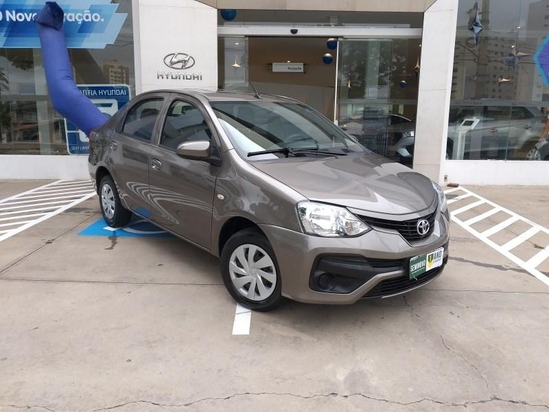 //www.autoline.com.br/carro/toyota/etios-13-x-16v-flex-4p-automatico/2018/sao-paulo-sp/13987080