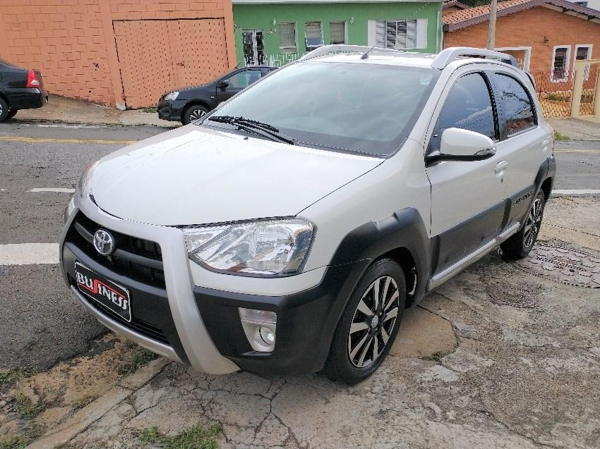 //www.autoline.com.br/carro/toyota/etios-15-cross-16v-flex-4p-manual/2014/campinas-sp/14050027