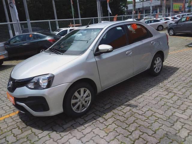 //www.autoline.com.br/carro/toyota/etios-15-hatch-x-plus-16v-flex-4p-automatico/2020/sao-paulo-sp/14054339