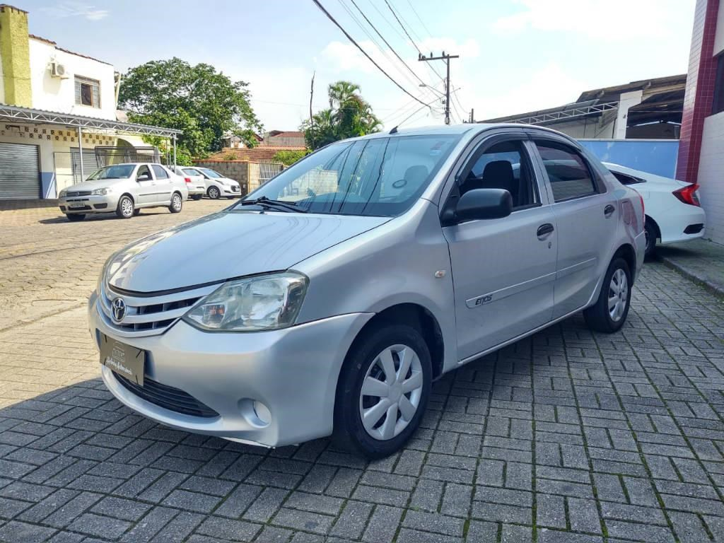 //www.autoline.com.br/carro/toyota/etios-15-sedan-x-16v-flex-4p-manual/2013/joinville-sc/14315741