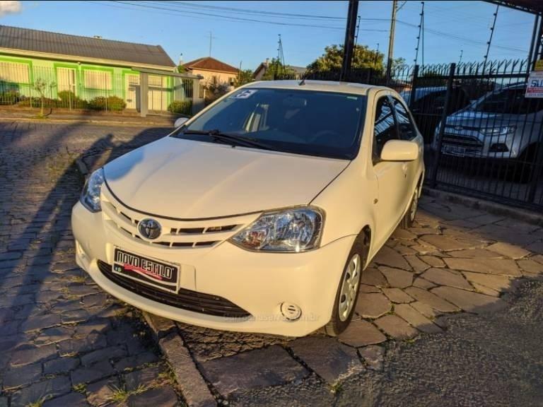 //www.autoline.com.br/carro/toyota/etios-15-sedan-xs-16v-flex-4p-manual/2013/caxias-do-sul-rs/14365724