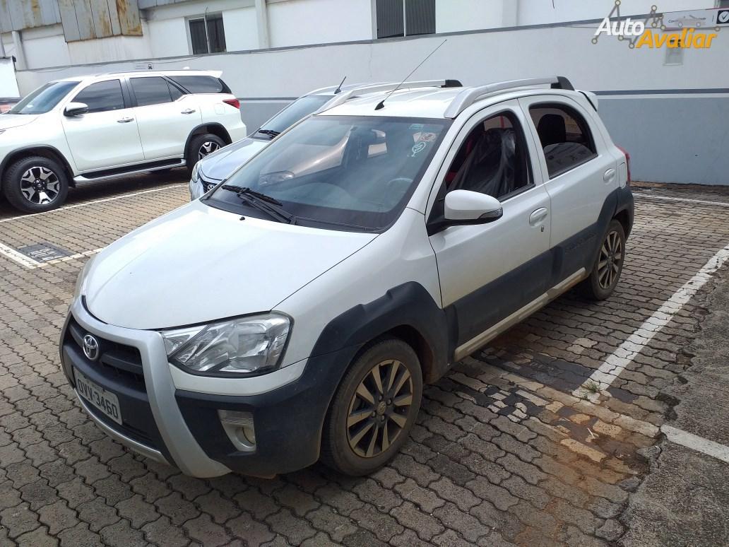 //www.autoline.com.br/carro/toyota/etios-15-cross-16v-flex-4p-manual/2014/brasilia-df/14486934