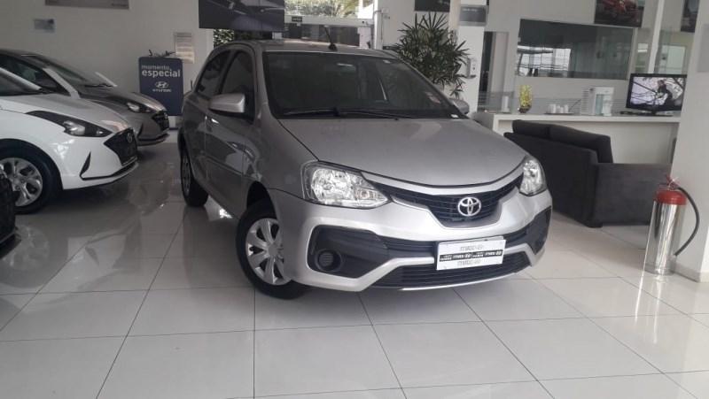 //www.autoline.com.br/carro/toyota/etios-13-hatch-x-16v-flex-4p-automatico/2018/sao-paulo-sp/14500511