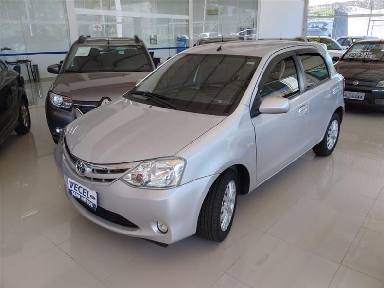 //www.autoline.com.br/carro/toyota/etios-15-hatch-xls-16v-flex-4p-manual/2013/ribeirao-preto-sp/14503357