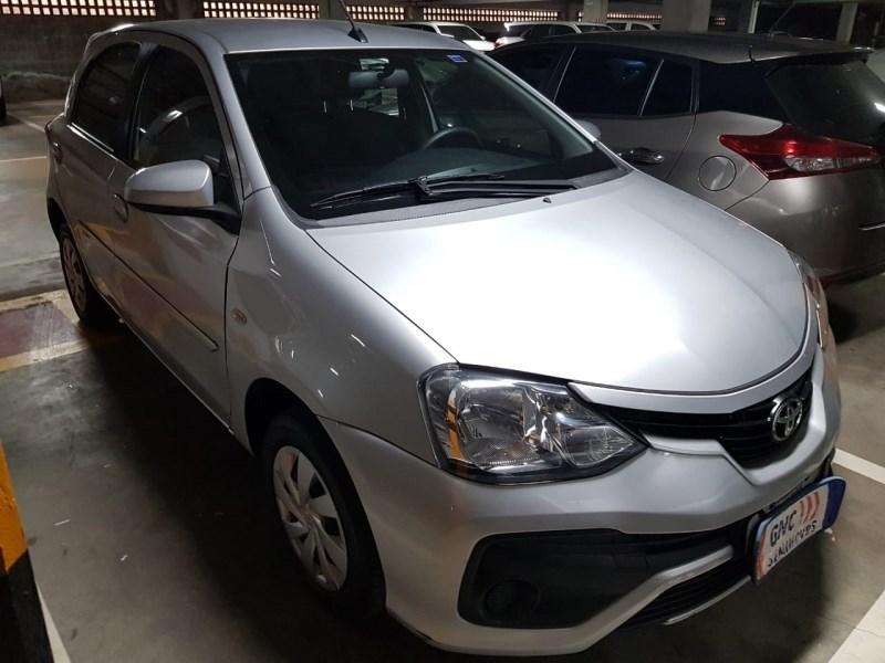 //www.autoline.com.br/carro/toyota/etios-15-hatch-xs-16v-flex-4p-automatico/2018/salvador-ba/14511709