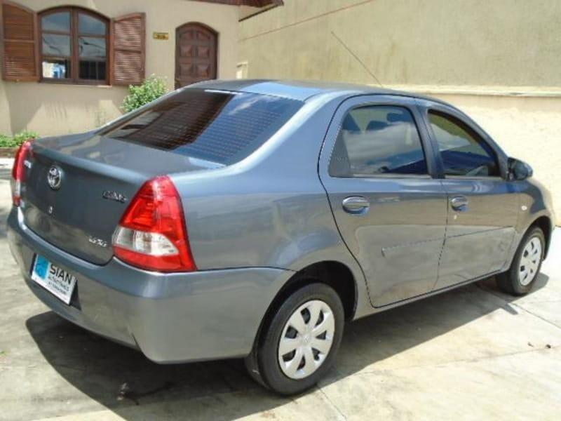 //www.autoline.com.br/carro/toyota/etios-15-sedan-xs-16v-flex-4p-manual/2014/curitiba-pr/14684711