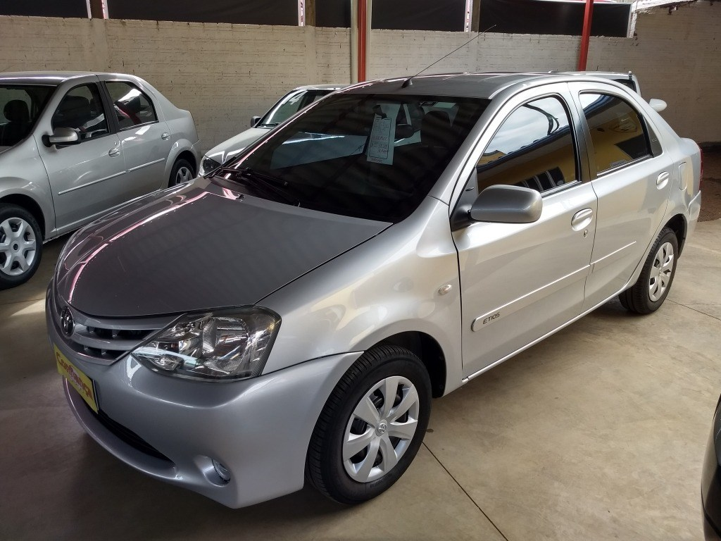 //www.autoline.com.br/carro/toyota/etios-15-sedan-xls-16v-flex-4p-manual/2013/cascavel-pr/14686064
