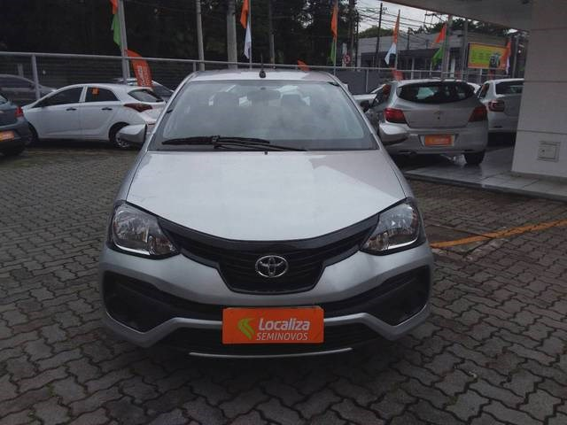 //www.autoline.com.br/carro/toyota/etios-15-hatch-x-plus-16v-flex-4p-automatico/2020/sao-paulo-sp/15064906