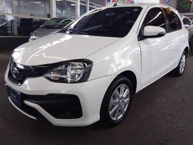 //www.autoline.com.br/carro/toyota/etios-15-hatch-x-plus-16v-flex-4p-automatico/2020/belo-horizonte-mg/15093442