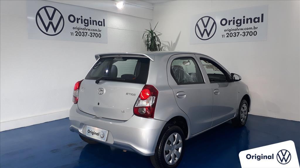 //www.autoline.com.br/carro/toyota/etios-13-hatch-x-16v-flex-4p-automatico/2020/sao-paulo-sp/15146770