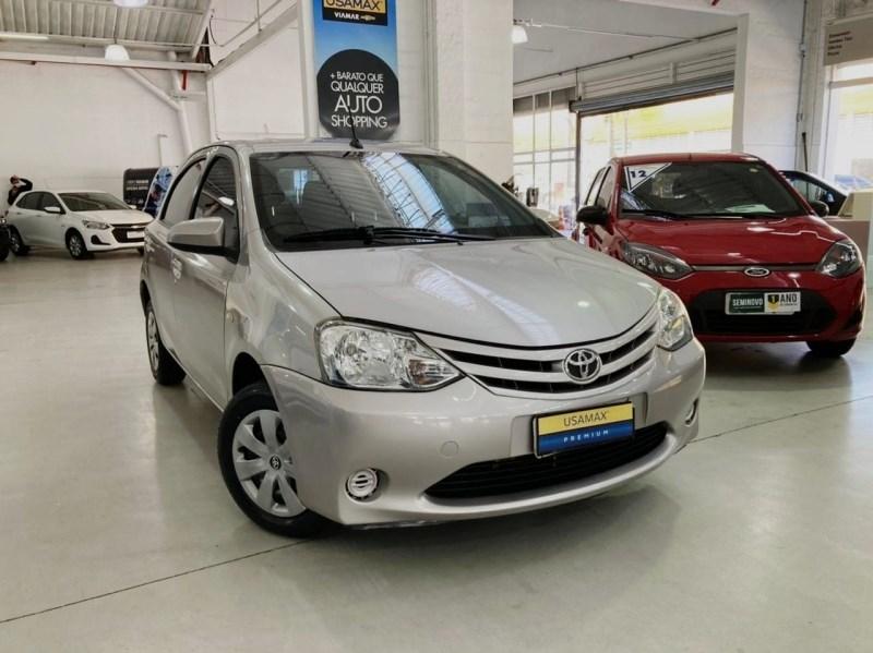 //www.autoline.com.br/carro/toyota/etios-15-hatch-xs-16v-flex-4p-automatico/2017/sao-paulo-sp/15175592