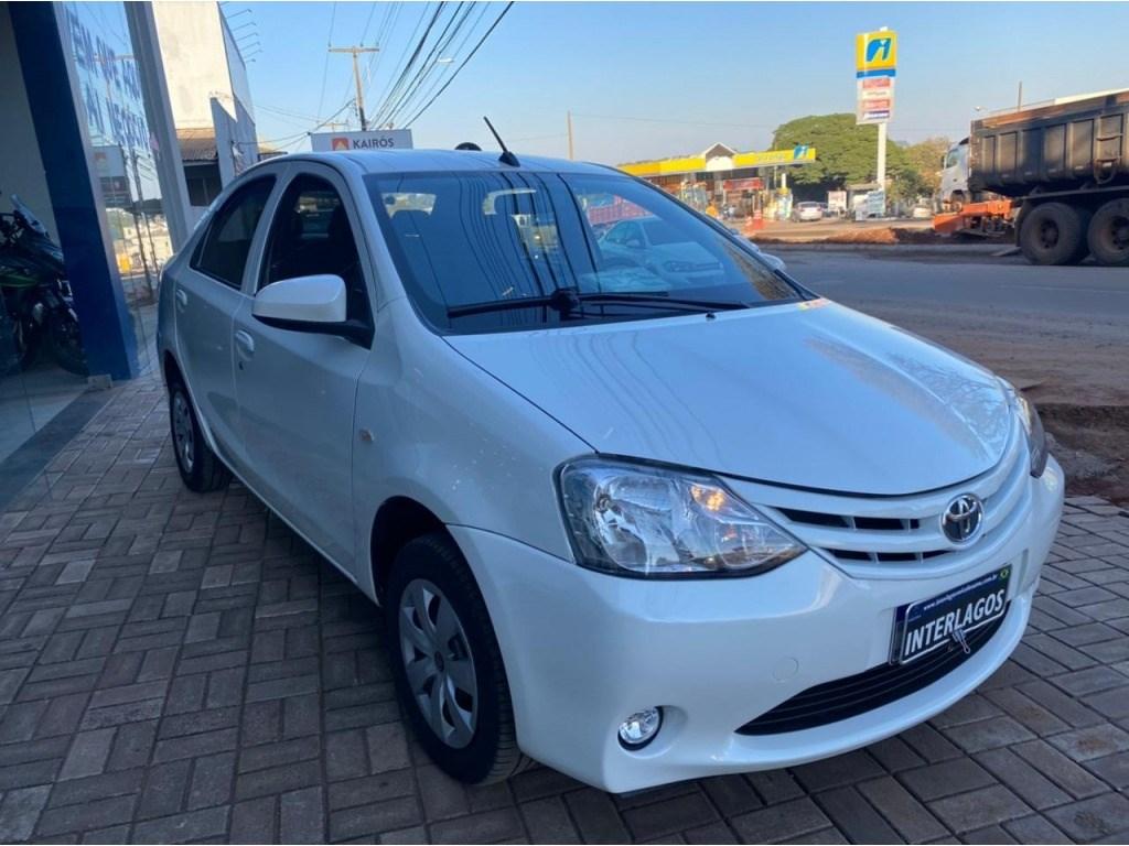 //www.autoline.com.br/carro/toyota/etios-15-sedan-x-16v-flex-4p-manual/2017/umuarama-pr/15202212
