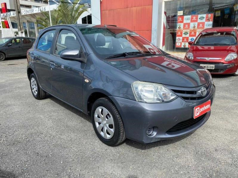 //www.autoline.com.br/carro/toyota/etios-15-hatch-xs-16v-flex-4p-manual/2014/salvador-ba/15206209