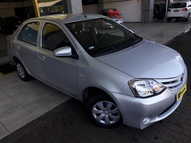 //www.autoline.com.br/carro/toyota/etios-15-sedan-x-16v-flex-4p-manual/2014/brasilia-df/15206901