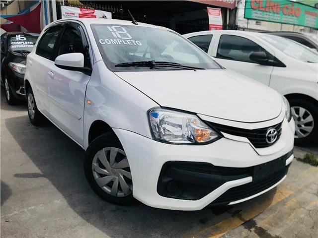 //www.autoline.com.br/carro/toyota/etios-15-hatch-xs-16v-flex-4p-automatico/2018/rio-de-janeiro-rj/15261177