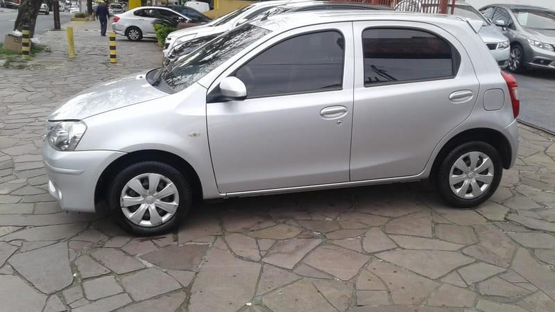 //www.autoline.com.br/carro/toyota/etios-13-hatch-x-16v-flex-4p-manual/2016/porto-alegre-rs/15580403