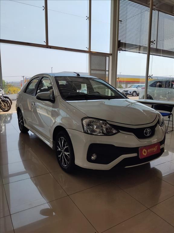 //www.autoline.com.br/carro/toyota/etios-15-sedan-platinum-16v-flex-4p-automatico/2017/brasilia-df/15593650