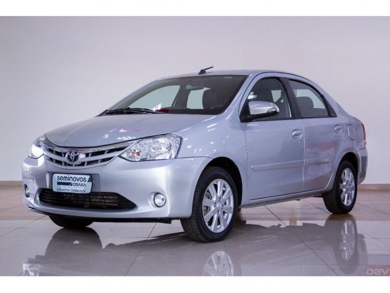//www.autoline.com.br/carro/toyota/etios-15-sedan-xls-16v-flex-4p-automatico/2017/uberlandia-mg/15622375