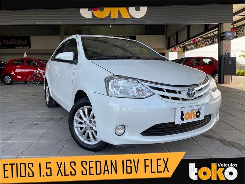 //www.autoline.com.br/carro/toyota/etios-15-sedan-xls-16v-flex-4p-manual/2016/taubate-sp/15663206