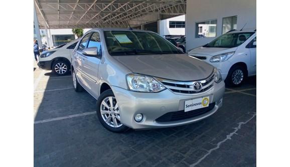 //www.autoline.com.br/carro/toyota/etios-15-xls-16v-flex-4p-automatico/2017/salvador-ba/7299038