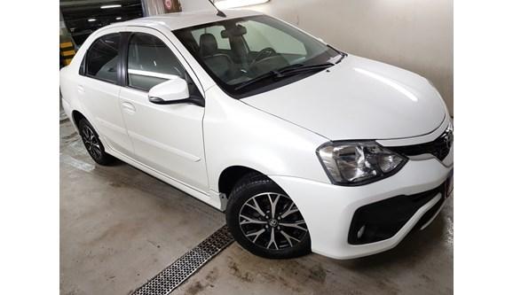 //www.autoline.com.br/carro/toyota/etios-15-platinum-16v-sedan-flex-4p-automatico/2018/salvador-ba/8447891