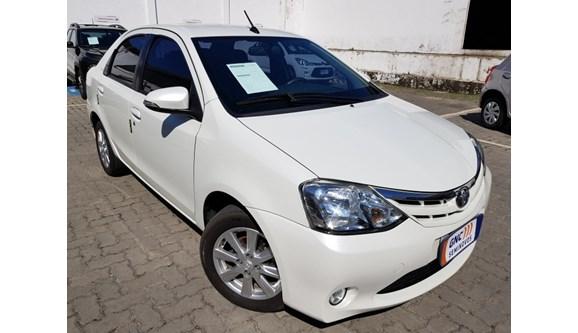 //www.autoline.com.br/carro/toyota/etios-15-xls-16v-sedan-flex-4p-automatico/2017/salvador-ba/8573393
