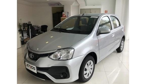 //www.autoline.com.br/carro/toyota/etios-13-x-16v-flex-4p-automatico/2020/sao-paulo-sp/9600525
