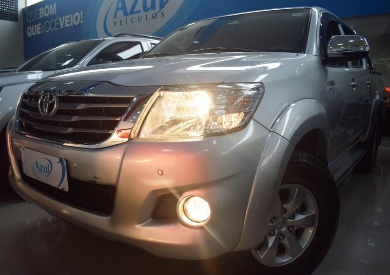 //www.autoline.com.br/carro/toyota/hilux-27-srv-16v-picape-flex-4p-automatico-4x4/2014/campinas-sp/11775148