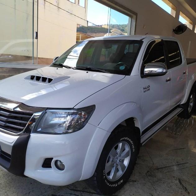 //www.autoline.com.br/carro/toyota/hilux-30-srv-limited-16v-picape-diesel-4p-automatic/2015/mantenopolis-es/12182142