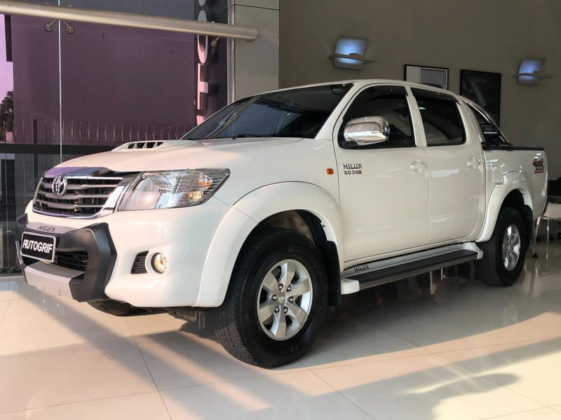 //www.autoline.com.br/carro/toyota/hilux-30-sr-16v-picape-diesel-4p-automatico-4x4-tur/2014/curitiba-pr/12389074