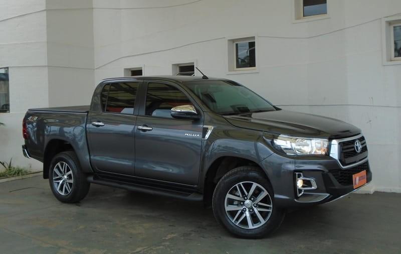 //www.autoline.com.br/carro/toyota/hilux-28-srv-16v-picape-diesel-4p-automatico-4x4-tu/2020/brasilia-df/12676242