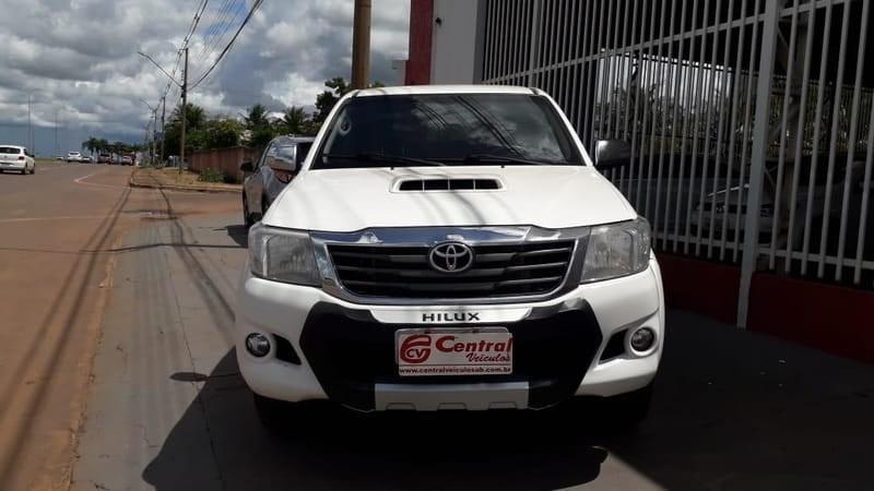 //www.autoline.com.br/carro/toyota/hilux-30-std-16v-picape-diesel-4p-manual-4x4-turbo/2015/agua-boa-mt/12719956