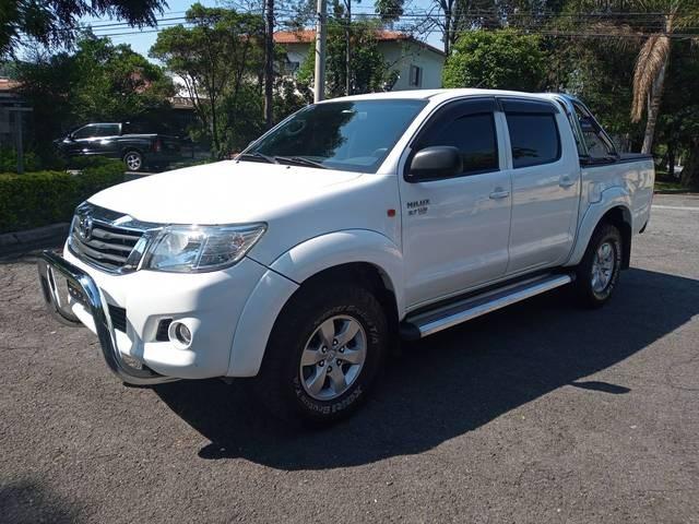 //www.autoline.com.br/carro/toyota/hilux-27-sr-16v-picape-flex-4p-automatico/2015/sao-paulo-sp/12992526