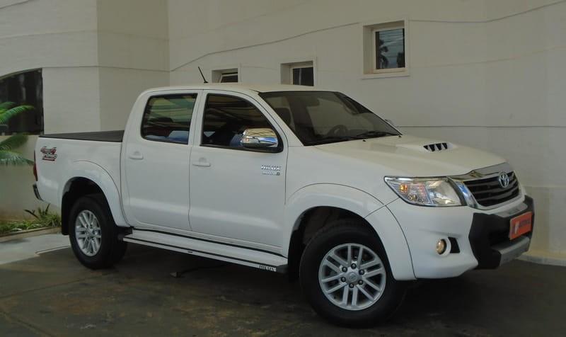 //www.autoline.com.br/carro/toyota/hilux-30-srv-top-16v-picape-diesel-4p-automatico-4x/2015/brasilia-df/13076108