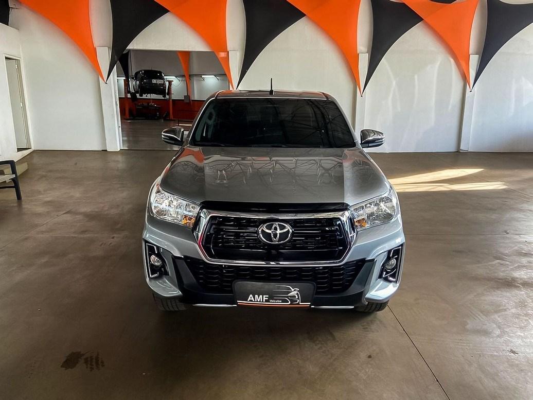 //www.autoline.com.br/carro/toyota/hilux-28-srv-16v-picape-diesel-4p-automatico-4x4-tu/2020/ribeirao-preto-sp/13203633
