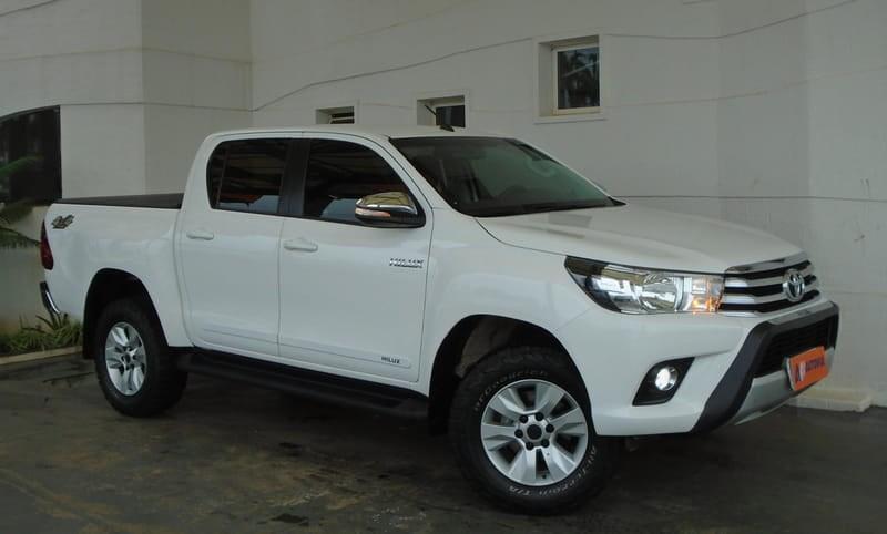 //www.autoline.com.br/carro/toyota/hilux-28-srv-16v-picape-diesel-4p-automatico-4x4-tu/2017/brasilia-df/13463439