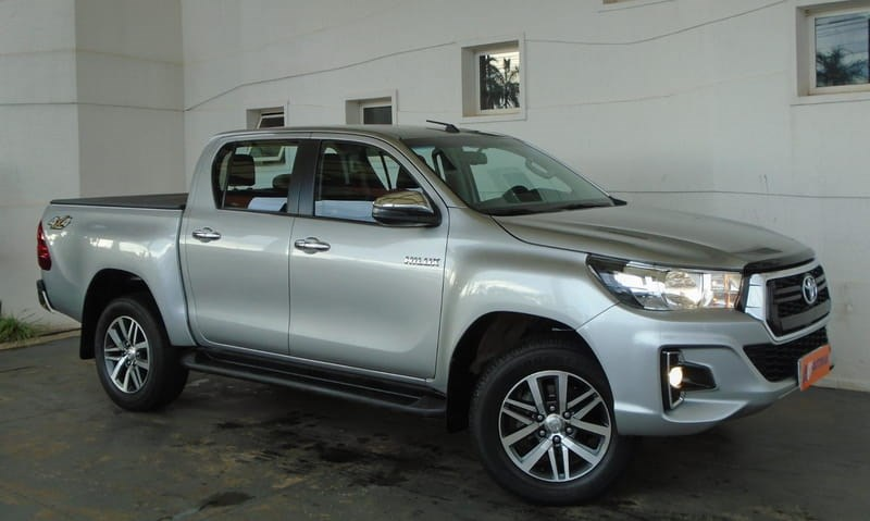 //www.autoline.com.br/carro/toyota/hilux-28-srv-16v-picape-diesel-4p-automatico-4x4-tu/2019/brasilia-df/13592125