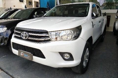 //www.autoline.com.br/carro/toyota/hilux-28-cd-srv-16v-diesel-4p-4x4-turbo-automatico/2018/campina-grande-pb/13980814