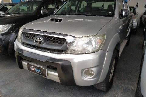 //www.autoline.com.br/carro/toyota/hilux-30-cd-srv-16v-diesel-4p-4x4-turbo-automatico/2009/campina-grande-pb/13981386