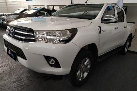 //www.autoline.com.br/carro/toyota/hilux-28-cd-srv-16v-diesel-4p-4x4-turbo-automatico/2017/campina-grande-pb/14014239